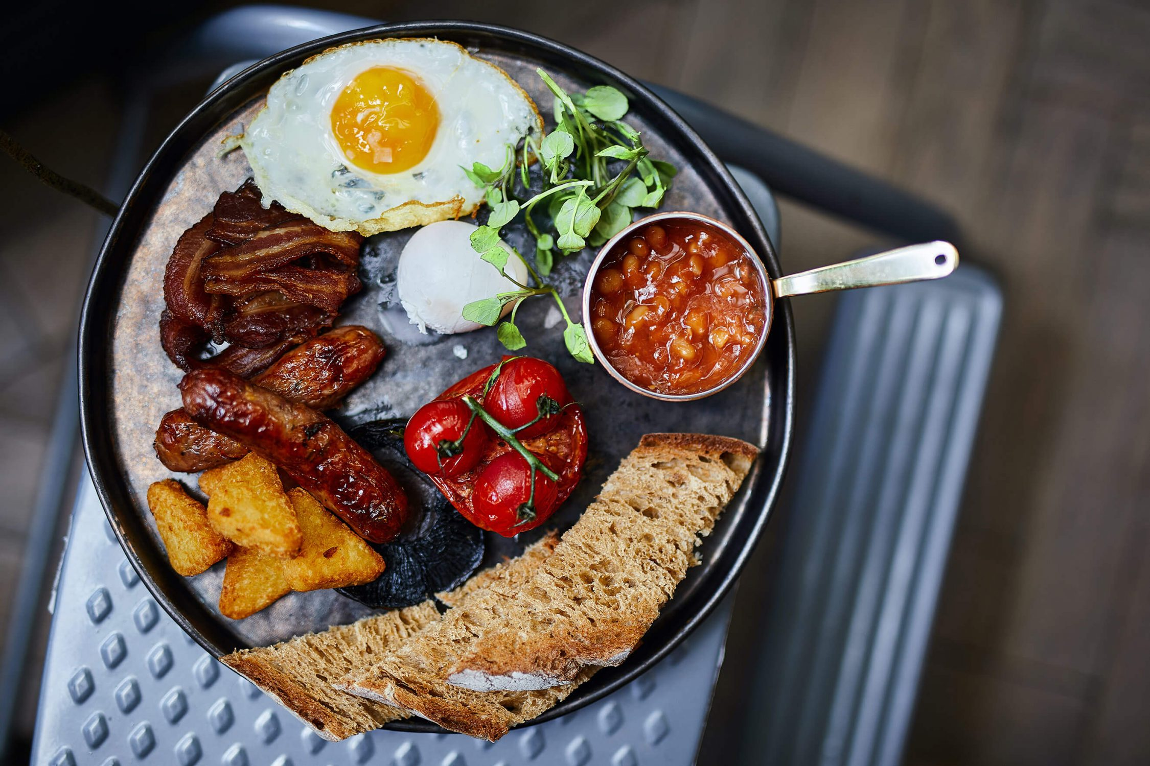 Full English breakfast London